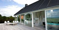 Modern Cottage Design with Open Plan and Dark Wooden Exterior
