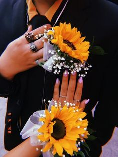 Sunflower Corsage for Prom// Kiana Nichole Prom Pictures Couples, Prom Couples, Prom Photos, Prom Pics, Sunflower Corsage, Sunflower Boutonniere, Homecoming Corsage, Homecoming Ideas, Homecoming Nails