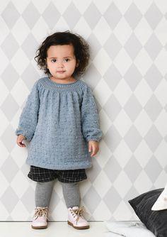 Knuppekjole i sandnes alpakka silk Knitting For Kids, Baby Knitting Patterns, Blanket Jacket, Knit Baby Dress, Baby Sweaters, Knit Crochet, Kids Outfits, Barn, Mini