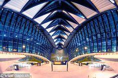"Estación del TGV Lyon-Satolas ""Saint Exupery"" de Santiago Calatrava"
