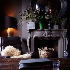 Brown Paint Colors, Quick Garden, Room Inspiration, Design Inspiration, Style Anglais, Abigail Ahern, Deco Boheme, Brown Interior, Dark Walls