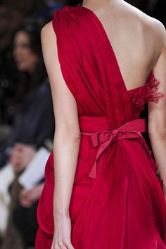 Elie Saab Spring 2011 Couture  kThis post has 7 notes  tThis was posted 8 months ago  zThis has been tagged with elie saab, spring 2011 couture, fashion,