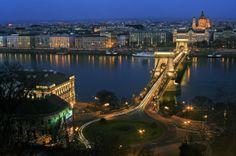 Vola a #Budapest nel 2014, una città suggestiva perfetta da scoprire a piedi!  #Offerta volo + hotel da 43€ a persona per un weekend a Gennaio!  http://vacanze.volagratis.com/offerte/vacanze/budapest?&utm_source=pinterest&utm_medium=post_vacanze&utm_campaign=43_BUD&sembox_source=PIIT&sembox_content=Offerta_BUD