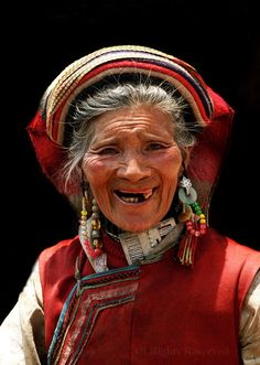 China | The queen of smiles! Portrait of an old Yi woman taken in northern Yunnan | © Boaz Images