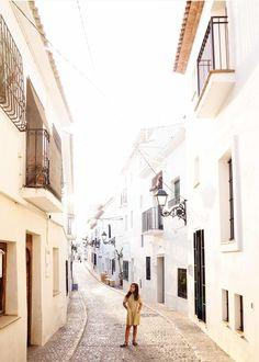 Los 10 mejores planes para descubrir la Costa Blanca - claraBmartin Alicante, Garden, Travel, White People, Places, Vacation, Garten, Viajes, Lawn And Garden