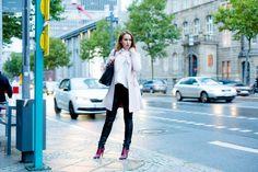 Fashionblog Frankfurt - Frankfurter Modebloggerin - Fashionbloggerin - Herbstlook mit Lederhose, roten Lackstiefeln und transparenter Bluse - OOTD - Lookbook - Blogger Vanessa Pur