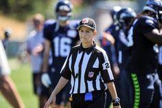 NFL Referee Shanon Eastin. Werk.