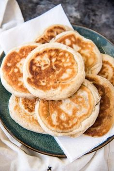 Hotteok (Korean Sweet Pancakes) is a popular Korean street food made from a simple yeast dough with a sweet syrupy filling made with brown sugar, cinnamon and walnuts. It makes a tasty snack or dessert, and could even be enjoyed at breakfast! Yummy Snacks, Yummy Food, Tasty, Healthy Food, Breakfast Recipes, Snack Recipes, Cooking Recipes, Breakfast Pancakes, Pancake Recipes