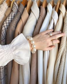A Daily Style and Design Site of Interiors, Fashion, Luxury Style, Travel, and Leisure. Cool Chic Style Fashion inspire you every day. Cream Aesthetic, Classy Aesthetic, Brown Aesthetic, Aesthetic Photo, Aesthetic Pictures, Aesthetic Clothes, Aesthetic Coffee, Aesthetic Style, Aesthetic Outfit