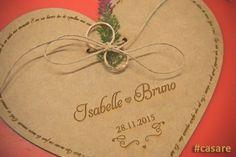 Seu casamento será ainda mais único com este porta alianças personalizado! ❤ O modelo fica lindo também em um casamento estilo rústico 😍    Compre pelo site http://www.elo7.com.br/casare/loja 😊