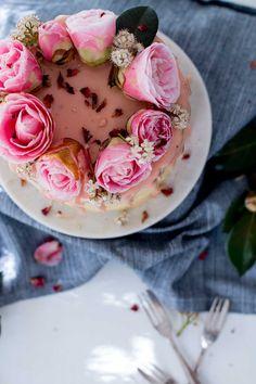 Lemon, Almond & Raspberry Layer Cake #food  More styles on http://www.cocos-philosophy.de