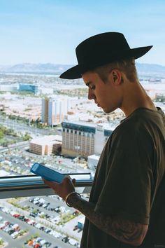 Justin Bieber New Photos Update 2017 Justin Bieber Lockscreen, Justin Bieber Wallpaper, Justin Bieber Pictures, Justin Love, Justin Baby, I Love Justin Bieber, Fall Justin, Justin Bieber Facts, Poses