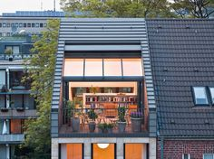Stadthaus Cologne in Cologne, architecture - baukunst-n - Terrasse Jardin avec toiture Home Building Design, House Design, Terrasse Design, Rooftop Design, Loft Room, Attic Design, Attic Rooms, House Extensions, Cozy House