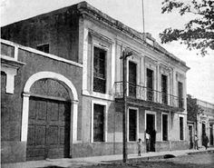 The mayor's offices in Yauco, the coffee producing town where José Manuel goes to follow a lead.     http://www.proyectosalonhogar.com/enciclopedia_ilustrada/Fotos/alcaldia_yauco.jpg