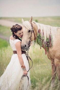 Horses, beautiful floral work from Sunflower Crea… Cute Horses, Pretty Horses, Horse Love, Beautiful Horses, Animals Beautiful, Horse Wedding Photos, Horse Photos, Horse Girl Photography, Equine Photography
