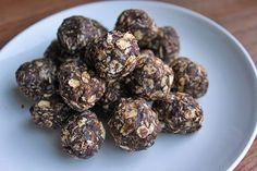 Chocolate Coconut Energy Balls via green lite bites Raw Food Recipes, Snack Recipes, Healthy Recipes, Healthy Dishes, Healthy Snacks, Coconut Energy Balls, Food Porn, Good Food, Yummy Food