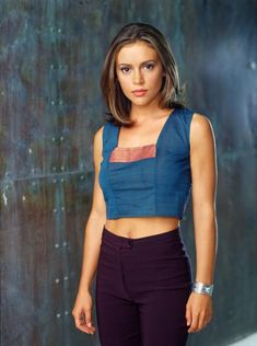 Alyssa Milano as Phoebe Halliwell in CHARMED TV Series - dvdbash. Alyssa Milano as Phoeb Alyssa Milano Young, Alyssa Milano Hair, Alyssa Milano Charmed, Phoebe Charmed, Serie Charmed, Charmed Tv Show, Charmed Sisters, Holly Marie Combs, Rose Mcgowan