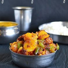 A simple and spicy Potato and bell pepper (capsicum) curry that goes well with Rice Capsicum Recipes, Curry Recipes, Soup Recipes, Cooking Recipes, Side Dish Recipes, Veggie Recipes, Vegetarian Recipes, Kitchens