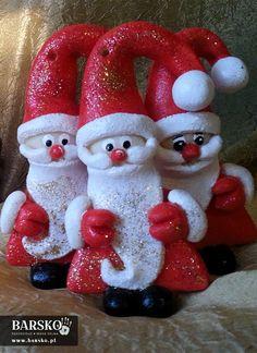 Mikołaje z masy solnej Salt Dough, My Works, Watermelon, Santa, Christmas Ornaments, Holiday Decor, Christmas Jewelry, Christmas Decorations, Christmas Wedding Decorations
