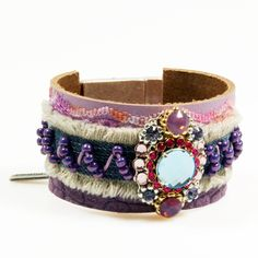 Leather cuff Radiant Orchid color of the year por CatenaSieraden