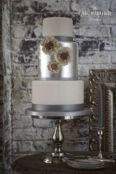 61 Ideas Vintage Wedding Cake Designs Sophisticated Bride For 2019 Metallic Cake, Metallic Wedding Cakes, Silver Cake, Pretty Cakes, Beautiful Cakes, Amazing Cakes, Mod Wedding, Wedding Blog, Wedding Ideas