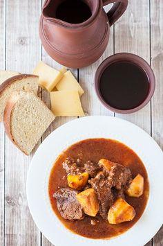 Azores Beef Stew with Potatoes (Molha de Carne) – Photos & Food Barbacoa, Portuguese Recipes, Portuguese Food, Beef Recipes, Cooking Recipes, Recipies, Beef And Potato Stew, Guisado, Bon Appetit
