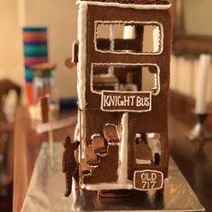 No photo description available. Gingerbread Village, Christmas Gingerbread House, Christmas Sweets, Xmas, Sugar Cookie Cakes, Anniversaire Harry Potter, Harry Potter Magic, Ginger Bread, Tis The Season