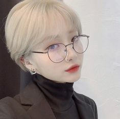 Image may contain: 1 person, eyeglasses and closeup Ulzzang Short Hair, Asian Short Hair, Asian Hair, Girl Short Hair, Short Hair Cuts, Shot Hair Styles, Long Hair Styles, Short Hair Glasses, Long Ponytails
