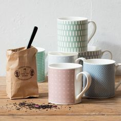 Its teatime Clara says. Mugs price DKK 1880 / SEK 2490 / NOK 2774 / EUR 263 / ISK 450 / GBP 2.13  #mug #tea #teatime #kitchen #afternoontea #inspiration #sostrenegrene #søstrenegrene #grenehome