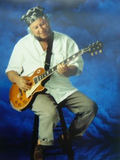 Bless you, Peter Green. Gibson Les Paul Sunburst, Peter Greene, Peter Green Fleetwood Mac, Les Paul Guitars, Music Rooms, Guitar Players, Rhythm And Blues, Composers, Popular Music