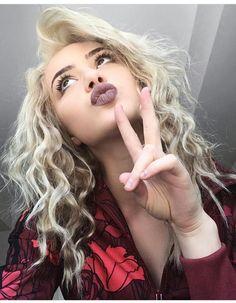 Kristen Hancher *Curlyyyy Hair* Makeup Goals, Beauty Makeup, Hair Makeup, Hair Beauty, New Hair, Your Hair, Famous Stars, In The Flesh, Natural Looks