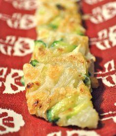 Hobak buchimgae (zucchini pancake) is one of the variations of Korean buchimgae or pancake. On popular Korean restaurant menus are the variation with scallions and seafood. Korean Dishes, Korean Food, Korean Bbq, Korean Menu, Chinese Food, K Food, Love Food, Korean Pancake, Zucchini Pancakes