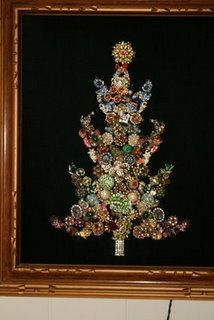 Macrame necklaces Good use of vintage jewelry Vintage Jewelry Christmas Tree Necklace. Great idea for the broken bits of old jewelry I own. Christmas Jewelry, Christmas Art, Vintage Christmas, Christmas Decorations, Christmas Ideas, Costume Jewelry Crafts, Vintage Jewelry Crafts, Jeweled Christmas Trees, Xmas Tree