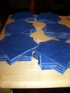 Denim rag quilt tutorial More May be like one I saw in bwood Denim rag quilt tutorial Great tutorial with lots of pics and detail. How to Make a Denim Rag Quilt How To Make A Rag Quilt DIY, 3 Easy Beginner's Tutorials; These quilts are gorgeous, rag qui Denim Quilts, Denim Quilt Patterns, Blue Jean Quilts, Flannel Rag Quilts, Baby Rag Quilts, Quilting Projects, Quilting Designs, Sewing Projects, Sewing Tips
