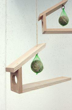 Bilderesultater for fuglebrett Christmas Origami, Christmas Diy, Wood Crafts, Diy And Crafts, Wood Projects, Projects To Try, Wooden Bird Feeders, Cd Diy, Plantation