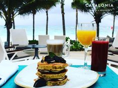 Gourmet breakfast at BLoved Restaurant. Gula-Pancakes: Mani banana Oreo and Nutella. Yums!  . . #CataloniaRoyalTulum #cataloniahotels #foodporn #delicious #deliciousfood #foodie #caribbean #seaview #coffeeshots #pancakelover #breakfastideas