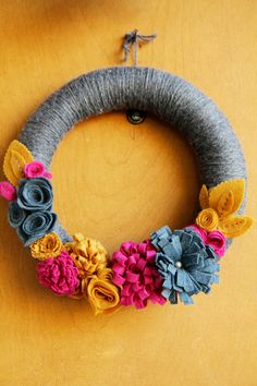 Yarn wrapped Autumn Wreath with Dimensional Felt by CatshyCrafts~love this beautiful wreath!