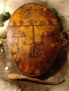 The maker of these drums has Saami parentage, is wise, shamanistic and incredibly knowledgable about the history of the drum, its symbols and meanings Arte Inuit, Symbols And Meanings, Lappland, Dark Ages, Vintage World Maps, Samara, Spirituality, Trance, Chinese Drum