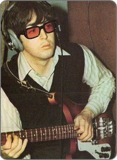 Paul playing a Rickenbacker Bass Left Handed Guitar Guy, Guitar Tabs, Guitar Neck, Rickenbacker 4001, Best Guitar Players, Guitar Gifts, Les Beatles, Guitar Tattoo, The Fab Four