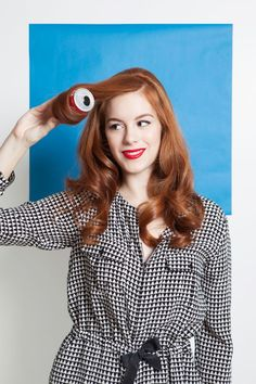 How to curl hair with 4 vintage methods.