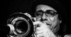 http://ift.tt/2lMfpDs http://ift.tt/2ld8C9g  Proyecto Faro en la Luna empezó a gestarse con músicos de Lincoln y de Buenos Aires en el año 2009 con la idea de que una gran parte del repertorio sea de autoría propia y sólo un porcentaje de otros autores. El estilo es jazz fusionado con ritmos folclóricos latinoamericanos aires de chacarera zamba habanera cha cha cha candombe etc. La propuesta es rescatar los ritmos africanos de los afrodescendientes que migraron en forma temprana de estas…