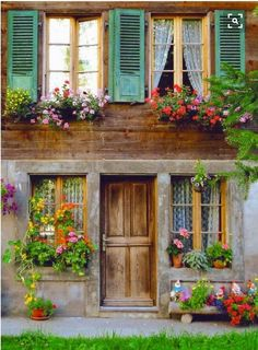 Front Door Paint Colors - Want a quick makeover? Paint your front door a different color. Here a pretty front door color ideas to improve your home's curb appeal and add more style! Exterior Design, Interior And Exterior, Exterior Shutters, Rustic Exterior, Beautiful Homes, Beautiful Places, Cozy Cottage, Swiss Cottage, Window Boxes