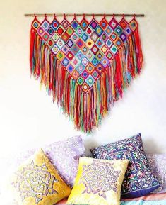Good evening/Good Morning, depending on where you are right now * * I just had to share this photo with you today, I couldn't wait… Crochet Wall Art, Crochet Wall Hangings, Love Crochet, Crochet Granny, Knit Crochet, Crochet Decoration, Crochet Home Decor, Dreamcatcher Crochet, Crochet Patterns For Beginners