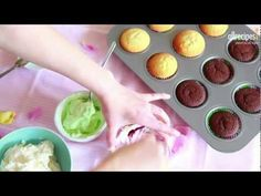 #Frosting - zum Verzieren von Cupcakes, Kuchen oder Torten. Das Video zeigt, wie's geht. Das Rezept dazu gibts auf Allrecipes Deutschland: http://de.allrecipes.com/rezept/12482/einfaches-frosting.aspx