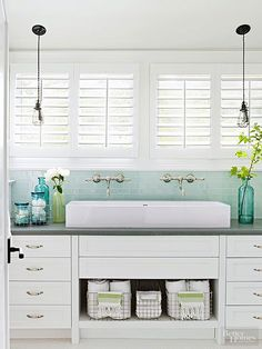 Few rooms house as many small, assorted items as the bathroom. Keep them all in check and streamline your morning routine with these ideas for creating functional and stylish stowaways.