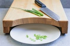 Easy Carpentry Projects - Raised Cutting Board with Cutout Easy Carpentry Projects - Get A Lifetime Of Project Ideas and Inspiration! Woodworking Jigs, Woodworking Furniture, Wood Furniture, Woodworking Workshop, Woodworking Techniques, Furniture Ideas, Kitchen Furniture, Woodworking Quotes, Woodworking Equipment