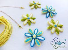 Soutache Dagger Flowers by KaoriNa. Soutache Pendant, Soutache Jewelry, Beaded Earrings, Earrings Handmade, Diy Jewelry, Jewelery, Button Crafts, Beaded Flowers, Embroidery Applique