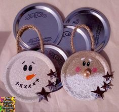 DIY Lavender Bath Bombs Ingredients: This recipe creates about 12 bath bombs. Silver Christmas Decorations, Diy Christmas Ornaments, Homemade Christmas, Diy Christmas Gifts, Ornaments Ideas, Holiday Crafts, Christmas Christmas, Holiday Ideas, Christmas Ideas