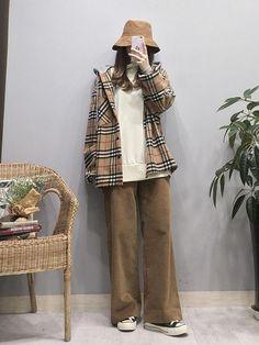 ideas for fashion retro korean 2 Cute Fashion, Look Fashion, Retro Fashion, Girl Fashion, Vintage Fashion, Fashion Outfits, Korean Fashion Trends, Korean Street Fashion, Korea Fashion
