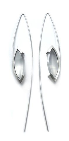 Eyehumo Iker Ortiz. Earrings in stainless steel and silver with quartz.